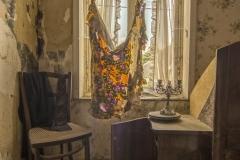 Belgian farm house - Versleten gordijnen