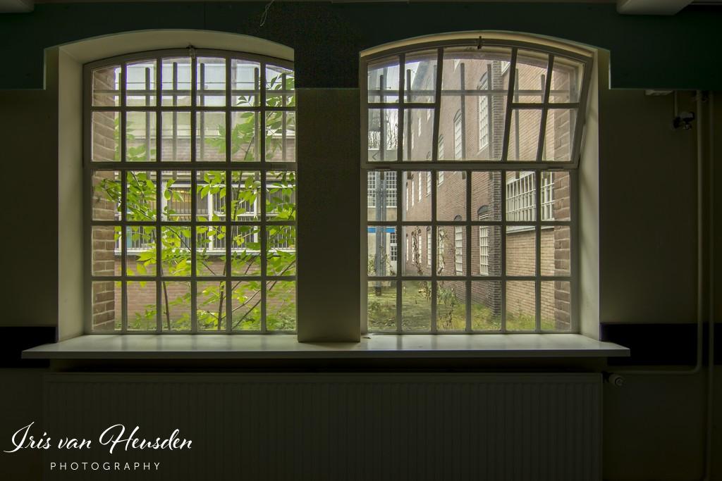 Behind bars - De tralies -1