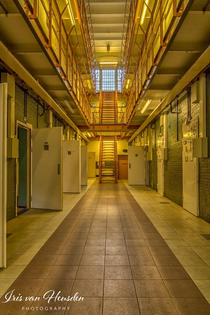 Behind bars - Een gouden randje