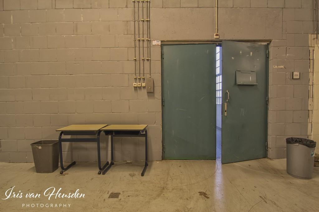 Behind bars -Had maar naar school gegaan