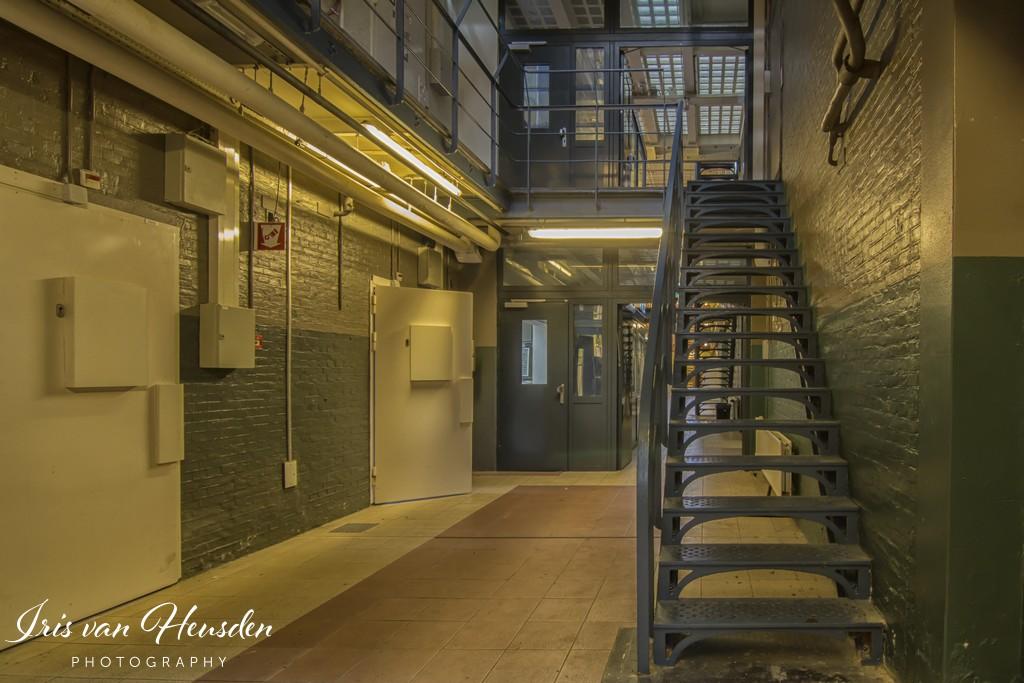 Behind bars -Trap na