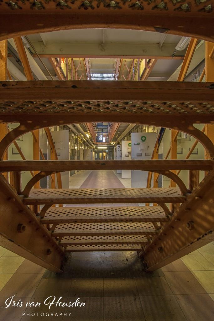 Behind bars - Verstopt achter de trap -2
