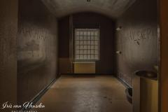 Behind bars - Donkere kamer