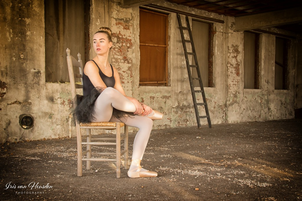 Ballerina - Thinking of a bright future -1