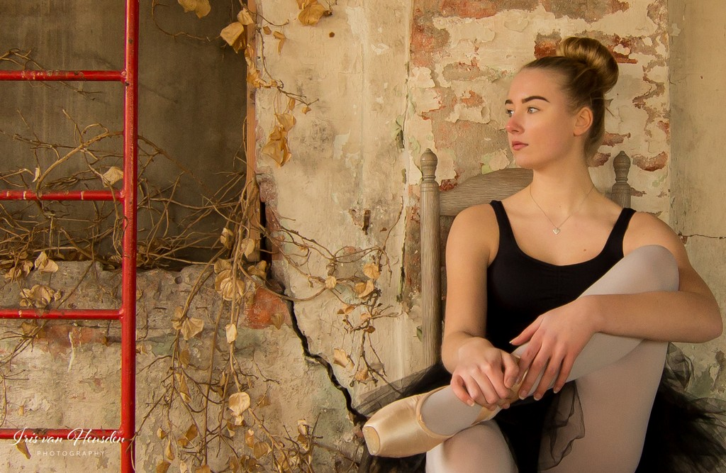 Ballerina  Thinking of a bright future -3