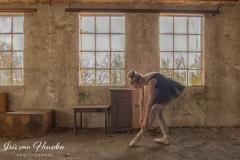 Ballerina - Strike a pose